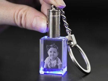 Glasanhänger Baby mit Licht