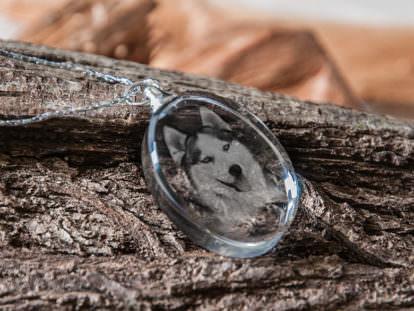 Schmuckanhänger aus Glas Hund