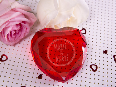 Gravierter Herzdiamant rot